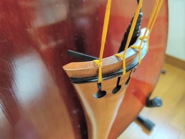 弦の取り付けは少しだけ特殊