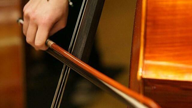 ジャズのベースでアルコ(弓)のかっこいい演奏5選【ベーシスト必聴】