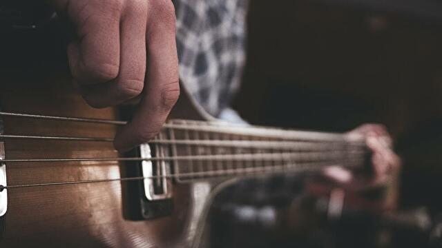 歌いながら楽器を弾く【ジャズピアノ/ギター/ベースの音感トレーニング】